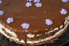 Gourmeen: Firkløverkake med vaniljekrem Norwegian Food, Norwegian Recipes, Tiramisu, Cake Recipes, Pudding, Baking, Ethnic Recipes, Desserts, Cakes