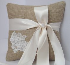Burlap ring pillow with a touch of elegance.  I should be able to make this right?? @Amy Felder