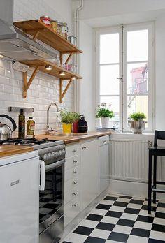 Prateleiras na cozinha 12