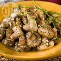Cogumelos frescos ao vinho branco