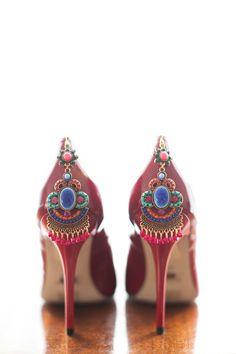 Inspiriert von Frida Kahlo: Malerische Hochzeitsinspiration im mexikanischen… Bridal Shoes, Wedding Shoes, Wedding Dresses, Steps Dresses, Funky Shoes, Boho Wedding Decorations, Wedding Trends, Wedding Ideas, Mode Style