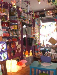 Même pas peur du loup shop display, kids store, heico lamps
