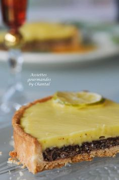 Tarte chocolat & citron Desserts With Biscuits, Mini Desserts, Christmas Desserts, Delicious Desserts, Lemon Recipes, Sweet Recipes, Sweet Tarts, Pastry Recipes, Snacks