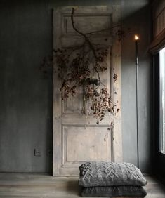 Simplicity by using only a few eye-catching, natural, elements. On walls Fresco lime-paint in the color Deep Earth by cred styling by