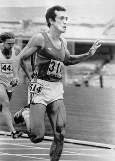 """Pietro Mennea amato e odiato, lodato e discusso, stavolta ha messo tutti a tacere. Nello sprint grande è il campione che vince, ma ancor di più quello che sa ottenere il risultato cronometrico: Mennea ha avuto la sua occasione e non l'ha sprecata. Il suo nome da ieri si aggiunge a quelli di Owens, Berruti, Smith e Borzov nella storia dell'atletica"""".  Giorgio Barberis, La Stampa del 14 settembre 1979"""