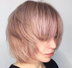 Ready to join the short hair crew? From trendy French girl-inspired styles to layered, graduated bobs, see the best bob hairstyles of Graduated Bob Haircuts, Short Layered Bob Haircuts, Cute Bob Haircuts, Bob Haircut With Bangs, Bobbed Hairstyles With Fringe, Bob Hairstyles For Thick, Lob Hairstyle, Hairstyles Haircuts, Hairdos