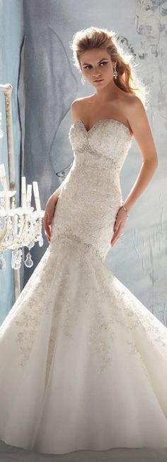 If I was to have a strapless sweetheart gown, this would be it ! Love the lace & subtle embellishments