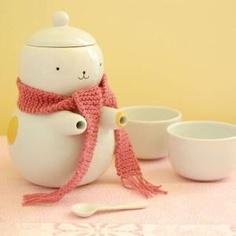 tea set by  Lola Goldstein