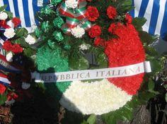 Anciens Combattants Québécois  Couronne de la République de l'Italie et ses fleurs naturelles.