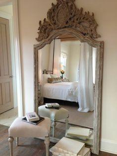 ancien miroir, miroir cadre en bois et tabourets vintage