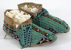 Beaded Moccasins Native American Moccasins, Native American Clothing, Native American Crafts, Native American Pottery, Native American Artifacts, American Indian Art, Native American History, Native American Indians, Native Americans