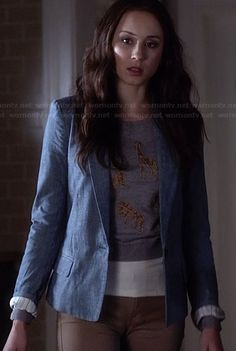 Spencer's grey animal graphic printed sweater and chambray blazer on Pretty Little Liars Pretty Little Liars Spencer, Pretty Little Liars Outfits, Pretty Litte Liars, Casual Street Style, Preppy Style, Pll Outfits, Fashion Outfits, Spencer Hastings Outfits, Rebel Outfit