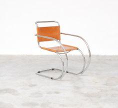 Vintage Design Point – D42 Cantilever armchair by L. Mies Van der Rohe