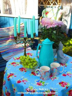 tea time in the garden, turquoise table setting romppala.blogspot.com
