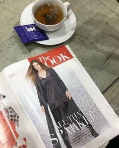Πέμπτη απόγευμα και.. it's tea o'clock με το αγαπημένο μας εβδομαδιαίο περιοδικό και #matfashion ☕️ @downtownmaggr @kusmiteaparis #kusmitea