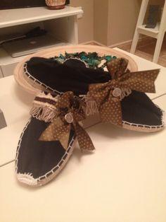 Alpargatas lazos Diy Embroidery Crafts, Dior, Espadrilles, Beach Sandals, Canvas Leather, Emporio Armani, Moccasins, Baby Shoes, Cross Stitch