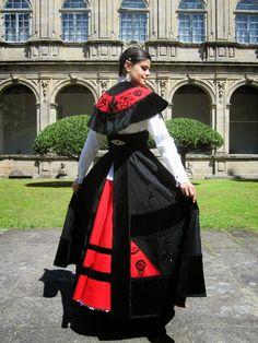 Encajes y Engranajes: Solo se hace por una hija .... y una vez en la vida Ukraine, Regional, Costumes Around The World, Folk Clothing, Folk Costume, Traditional Dresses, Celtic, Ethnic, Culture