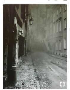 This is what the city of London looked like around the time Dr. Jekyll and Mr Hyde was written. The city of London is the setting of the book. Victorian London, Vintage London, Old London, London 1800, Victorian Street, East End London, Victorian Life, London England, London History