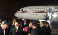 Después de viajar más de cinco horas, el presidente Enrique Peña Nieto aterrizó esta noche en el aeropuerto internacional Jorge Chávez-Base Aérea del Callao para iniciar su gira de tres días por Perú y Argentina. Acompañado de su esposa, Angélica Rivera de Peña, el titular del Ejecutivo será testigo de la transmisión del Mando […]
