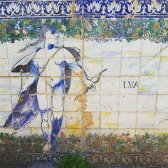 The Moon. Glazed tiles mural celebrating the Planets. #polychromedtiles #glazedtiles #azulejos #themoon #17thcentury #lisbongardens #lisbontailoredtours #lisbonwithpats