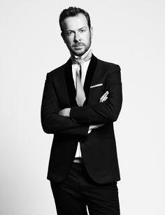 Jan Taminiau volgt, voordat hij aan de kunstacademie begint, een opleiding aan de Europese School van antiquairs in Antwerpen. Hij studeert in 2001 cum laude af aan de kunstacademie in Arnhem en behaalt later de graad van master aan het Fashion Institute van Arnhem. In 2004 richt Taminiau onder zijn eigen naam een modelabel op.
