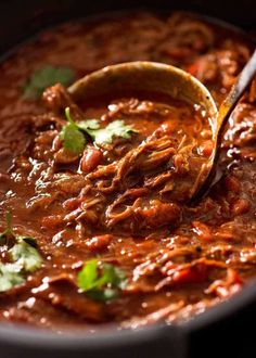 Slow Cooker Shredded Beef Chili is your favourite Chilli Con Carne made with juicy pulled beef that soaks up the rich sauce! Quick prep, set and forget. Slow Cooker Shredded Beef, Slow Cooker Chili, Slow Cooker Recipes, Cooking Recipes, Shredded Beef Recipes, Cooking Kale, Slow Cooked Beef, Cooking Turkey, Slow Cooking