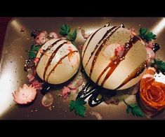 Impress your guests with these garlic and cedar wood smoke filled mozzarella balloons, or even just air filled mozzarella balloons, if you don't have a whipped cream. Whipped Cream Maker, Best Dinner Recipes, Food Crafts, Molecular Gastronomy, Mozzarella, Food Art, Cedar Wood, Garlic, Balloons