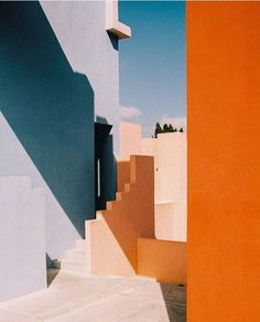Modern houses, unique exemples of grandiosity in the contemporary architecture, . - Architecture and Design - Architecture Design, Minimalist Architecture, Contemporary Architecture, Orange Architecture, Architecture Geometric, Pavilion Architecture, Architecture Wallpaper, Sustainable Architecture, Residential Architecture