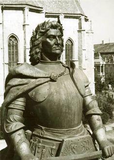 1443. február 23-án született Kolozsváron Hunyadi Mátyás magyar király. Nevezik Corvin Mátyásnak, az igazságos Mátyás királynak, hivatalosan I. Mátyásnak, de a köznyelv egyszerűen mint Mátyás királyt emlegeti. Magyarországon 1458 és 1490 között uralkodott. 1469-től cseh király, 1486-tól Ausztria hercege. A magyar hagyomány az egyik legnagyobb magyar királyként tartja számon, akinek... Emperor, Hungary, Folk, Sculptures, King, Statue, Popular, Forks, Folk Music