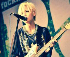 flower flower yui Violin, Guitar, Music Love, Music Instruments, Punk, Female, The Originals, Pictures, Flower