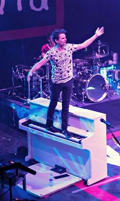The lovely Matthew Bellamy abusing his piano.