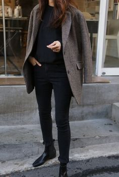 tweed blazer curated by capsule wardrobe minimal chic minimalist style minimalist fashion minimalist wardrobe back to basics fashion Blazer En Tweed, Look Blazer, Brown Blazer, Tweed Coat, Gray Blazer, Fashion Mode, Work Fashion, Womens Fashion, Trendy Fashion