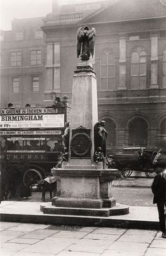King Edward Statue, opposite the London Hospital, number 8 omnibus, c 1920