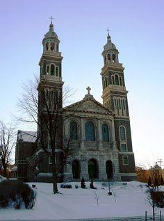 La Cathédrale Saint-François-Xavier de #Chicoutimi construite en 1922. #architecture