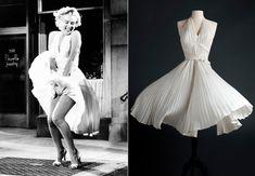 """Cheio de pregas e esvoaçante, este vestido foi usado por Marilyn Monroe no filme """"O Pecado Mora ao Lado"""", em 1955."""