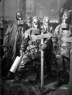 My chemical warmance Vintage Bizarre, Creepy Vintage, Images Terrifiantes, Mask Images, Post Apocalyptic Fashion, Creepy Pictures, Post Apocalypse, Macabre, Dark Art