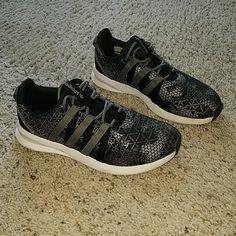 big sale d7215 66d33 adidas Shoes   Addidas Size 8 Sl Loop   Color  Black Silver   Size  8