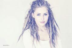 GALAPRIL - I loveeeee this style. If I had the guts I would def want my hair like this! Dreadlock Hairstyles, Messy Hairstyles, Hairdos, Long Curly Hair, Curly Hair Styles, Thick Hair, Rock Star Hair, Pretty Dreads, Dread Braids