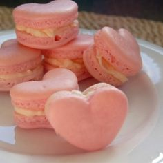 and I'm ready to bake some yummy fall treats. But I've had these heart macaron pictures since . Dessert Drinks, Dessert Table, Party Drinks, Japan Kawaii, French Macaroons, Red Macarons, Cake Mold, Confectionery, Ulzzang