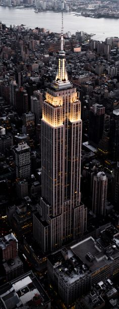 Go to the top of the Empire State Building, New York. - Go to the top of the Empire State Building, New York. Empire State Building, Empire State Of Mind, New York Tipps, The Places Youll Go, Places To Visit, Photographie New York, New York City, Voyage New York, Dream City