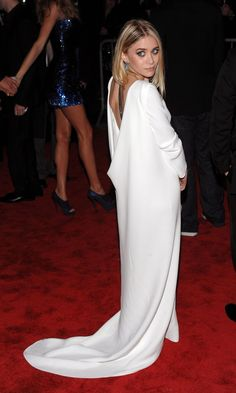 Olsens Anonymous Blog Ashley Olsen 13 Wedding Dress Ideas From The Olsen Twins Scoop Back Dip White Train Dressphoto Olsens-Anonymous-Blog-A...