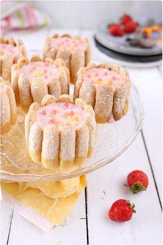 Mini charlottes de mousse de fraise et fraîcheur de mangue/orange