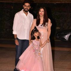 Aishwarya Rai Recent Photos with Her Daughter . Aishwarya Rai Recent Photos with Her Daughter . Bollywood Star Aishwarya Rai Bachchan Truly Looked Like A Princess Indian Bollywood, Bollywood Stars, Bollywood Actress, Zara Dresses, Fashion Dresses, Prom Dresses, Wedding Dresses, Cinderella Gowns, Classy Gowns