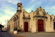 La casa de los Perros, es una joya  arquitectónica de estilo churrigueresco; ubicada en Queretaro.