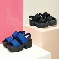 Vagabond #wedgesandals - http://www.aversashoes.com/en/sandals/1193-vagabond-lindi-black.html