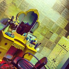 Love it. Want it. Neeeeeed it (but id want to paint the vanity)