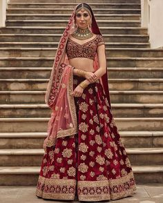 Latest Bridal Lehenga Designs by Sabyasachi - Fashion Foody Indian Bridal Outfits, Indian Bridal Lehenga, Indian Bridal Wear, Pakistani Bridal, Indian Dresses, Bridal Dresses, Sabyasachi Lehenga Bridal, Bridal Lenghas, Bridal Lehnga Red