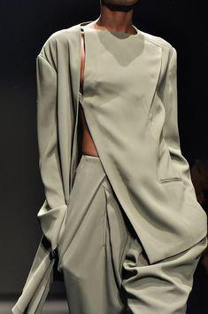 Esteban Cortazar at Paris Fashion Week Fall 2015 - Details Runway Photos Fashion Details, Look Fashion, Paris Fashion, Runway Fashion, High Fashion, Fashion Show, Fashion Outfits, Womens Fashion, Fashion Design
