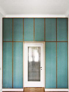 Parede Azul com Molduras em Dourado - Designer: Pietro Russo
