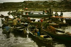 Floating culture remains since 1526. @ Kuin Floating Market, Banjarmasin.  Trading starts as early as 5am. Barter system still implemented these days. It is a spectacular sights..